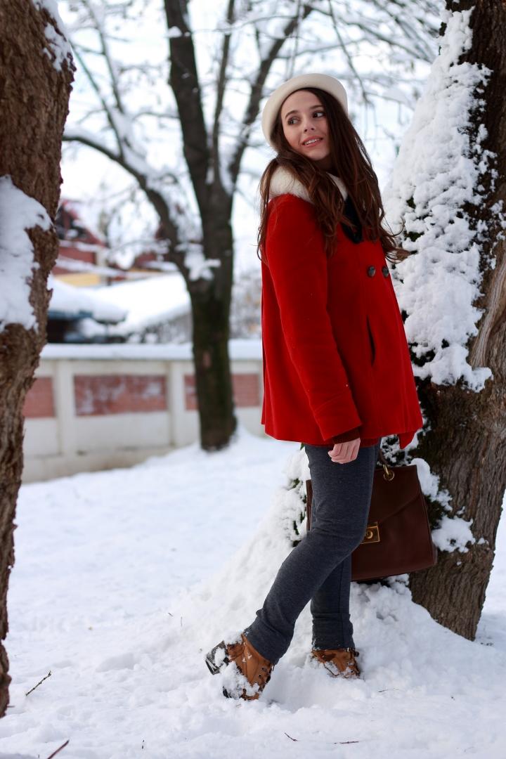 glamupdate red coat blanita.JPG