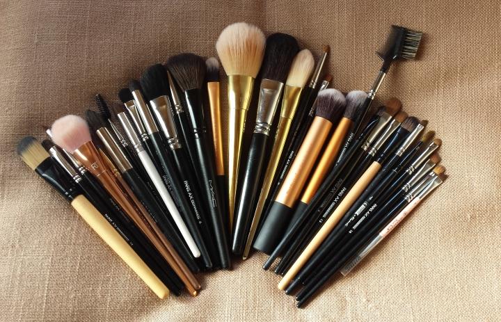 curatarea pensulelor de machiaj glam update by amalia avram 1
