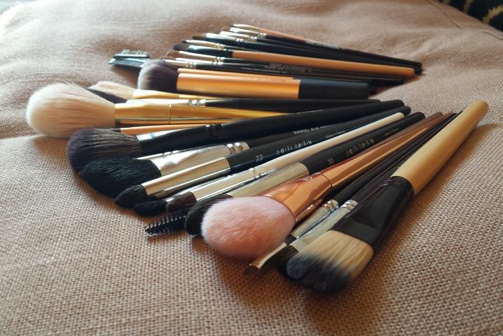 curatarea pensulelor de machiaj glam update by amalia avram 2