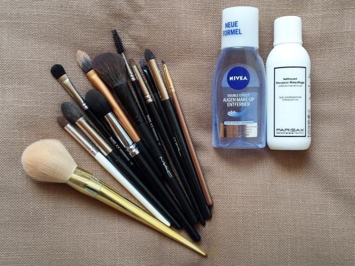 curatarea pensulelor de machiaj glam update by amalia avram