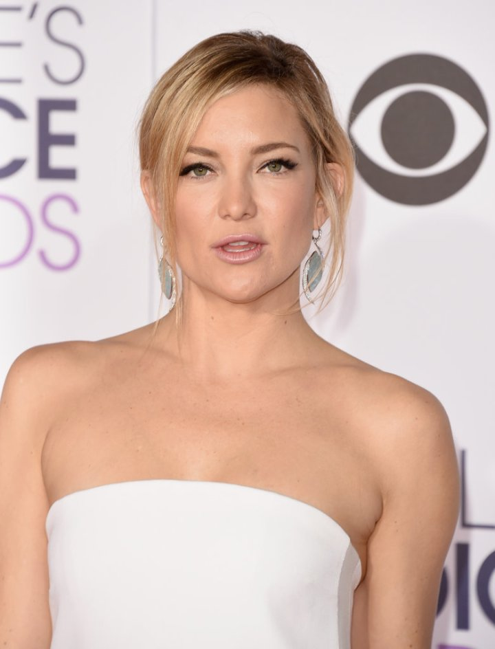 Hair and Makeup at People's Choice Awards 2016   Red Carpet