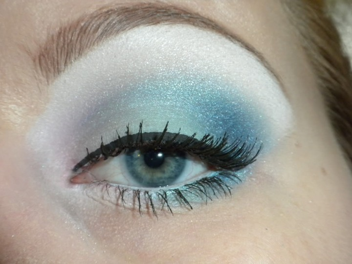 blue-eye-makeup