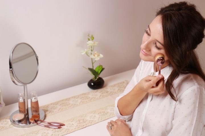 contouring-essentials-crown-brush-amalia-avram-glamupdate-makeup-brush3