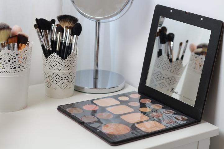 amalia avram makeup artist sorme eyeshadow palette mylash 2