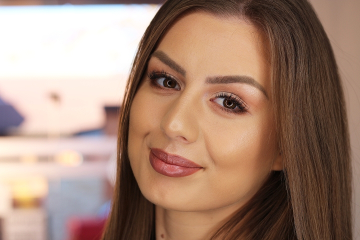amalia avram glamupdate makeup artist beauty blogger makeup trainer 1
