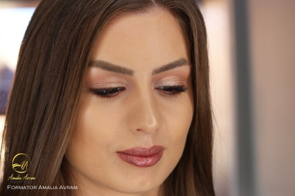 amalia avram glamupdate makeup artist beauty blogger makeup trainer